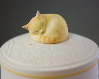 Custom Cat Urn / Cat / Cat Lover / Pet Portrait / Pet Urn / Keepsake Box / Pet Memorial / Handmade Urn / Cremation Urn / Urn / Custom Urn