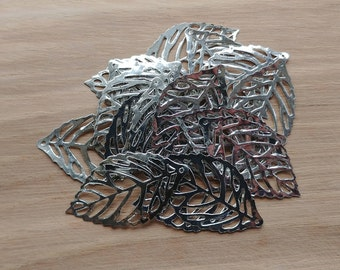 20 x Zinc Alloy Silver Leaf Charms for Jewellery Making