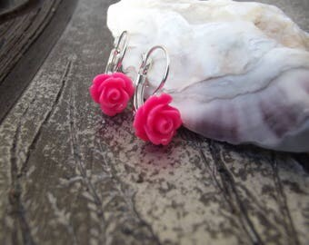 Small earrings in silver with pink acrylic flower cabochons.