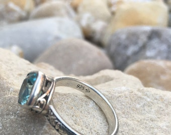 "Aquamarine ""Frozen Lake"" Blue Crystal Ring. Sterling Silver Detailed Filigree band Size 9 Silpada"