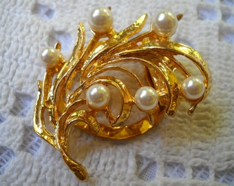 Vintage Pearl Dress Clip, Gold and Faux Pearl Sweater Clip, Summer Jewelry, Gold Branch Scarf Clip, Faux White Pearl Brooch