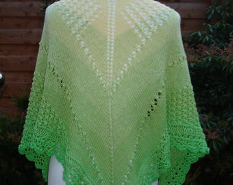 Triangle cloth made of gradient wool