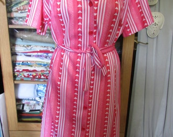 1960s/70s red & white stripe belted day dress with triangle accents, size 18