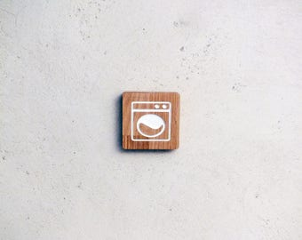 Engraved wooden sign for the utility room with washing machine pictogram
