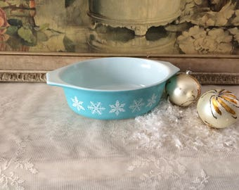 Pyrex Winter Snowflake Oval Caserole Dish No Lid Excellent Condition