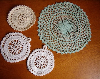 Set of 4 doily lace, hand crocheted, Vintage French, cotton, 1960