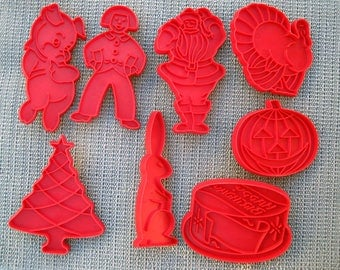 Vintage Red Tupperware Cookie Cutter Set – Set of 8 – Christmas, Halloween, Easter, Birthday and More!