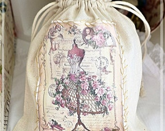 Lovely little pouch in beige cotton canvas and its lace patch embroidered