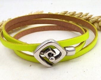 Neon yellow leather 3 bracelet rounds with clasp silver plated spiral