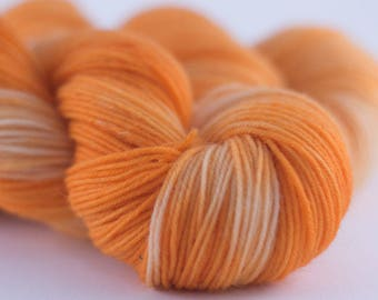 Handdyed semisolid sock yarn Colorway: PEACH SHAKE 75/25 wool/polyamide 100g/420m 3.5 oz/460y 4ply, fingering, pastel, soft, warm