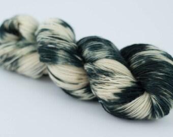 Handdyed variegated sock yarn Colorway: DALMATIAN 75/25 wool/polyamide 100g/420m 3.5 oz/460y 4ply, fingering, soft, warm