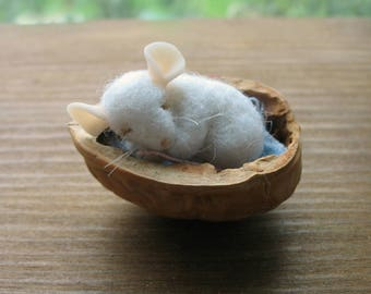 Felted Mouse, Needle Felted Mouse, Sleeping mouse, miniature mouse, mouse toy, needle felted  mice, felted  mice, felt animal,felt mouse