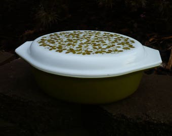 Pyrex 2.5 Qt Covered Casserole Green Olive