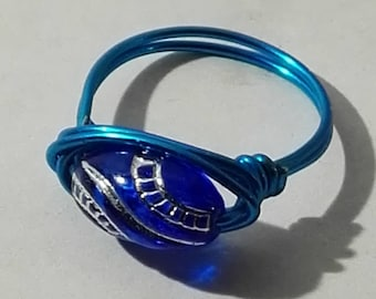 Blue ring with oval dark blue ornament