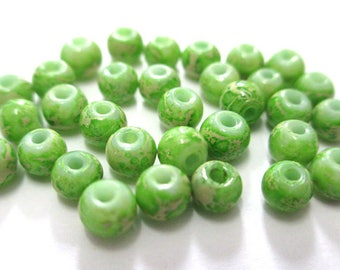 20 white marbled green painted glass 4mm (A-28) beads