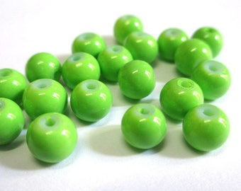 20 green glass beads painted 6mm (C-06)