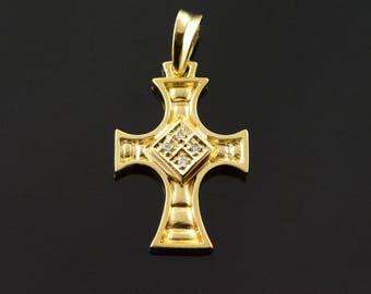 18k 0.04 CT Diamond Fancy Cross Pendant Gold