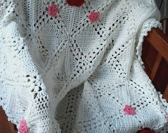 Vintage style white afghan with red & pink flowers