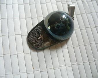 Pendant black painted ball cap