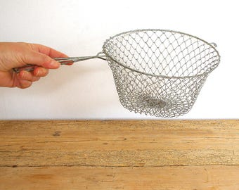 Vintage egg basket collapsible wire one handle.Fil de fer wire basket mesh.Vintage kitchen decor wall.Storage basket.Country kitchen