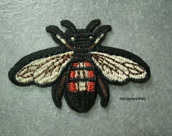 (THC10) A beautiful embroidered badge/patch/applique fusible flying insect