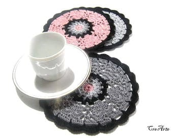 Gray, Pink and Black crochet coasters, sottobicchieri grigio, rosa e nero all'uncinetto