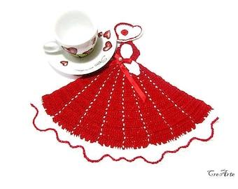 Red crochet crinoline lady doily, centrino rosso a forma di dama all'uncinetto