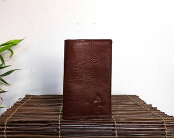 The MESA passport & Field Notes holder // rich full-grain, veg-tan leather // travel in style // english tan