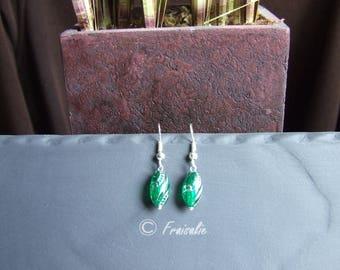 1 pair of emerald green earrings filigree silver metal