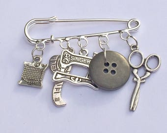 Sewing charm kilt pin brooch/ Gift for a sewing lover/ Sewing tjemed charm pin