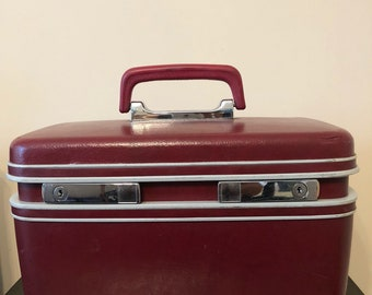 Vintage SAMSONITE Silhouette Red Wine Beauty Make up Case Train Case Luggage