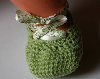 Booties crocheted green - newborn to 3 months