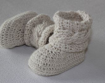Unisex ugg boots, Crochet baby booties, photo prop, baby shower, gender neutral baby booties, white booties, white baby shoes, newborn shoes