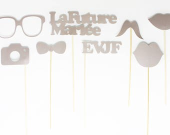 The set consists of 8 photobooth accessories for bachelorette party-silver color