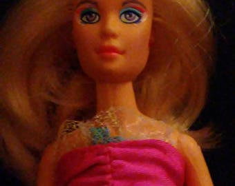 """Vintage 1980s Hasbro JEM and the Holograms """"JERRICA"""" Flash N Sizzle Doll!!!"""