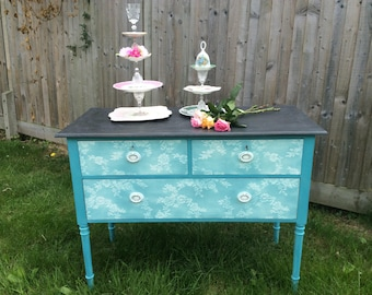 SOLD NOW ************Vintage chest of drawers / dresing table