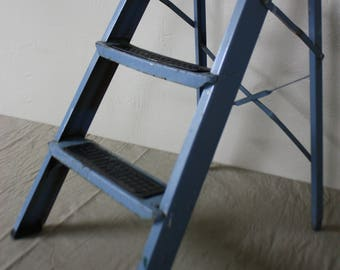 Vintage BLUE STEPLADDER EKCO Step Ladder Stepstool Rustic Chippy Farmhouse Chic Cottage Shabby *Outdoor Plant Stand *Indoor Display Shelf