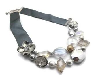 Collier 2 rangs perles en cristal ruban satin soirée gris