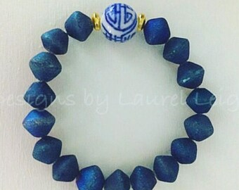 Blue and white beaded bracelet |chinoiserie, Chinese, Asian, navy, stretchy, gold, druzy