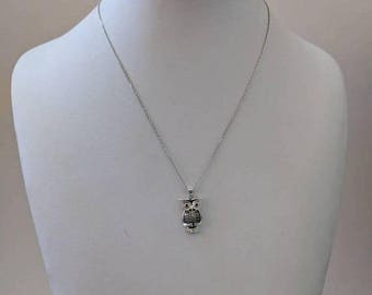 ON SALE Vintage Sterling Silver Necklace with Silver and Stone Owl Pendant