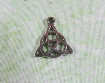 10 Antique Silver Celtic Knot Charms 15 x 17mm (B335c)
