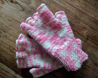 Strawberry and cream gloves: 100% wool
