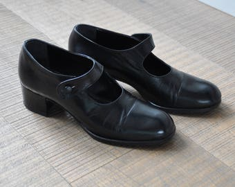 Black vintage Mary Janes. Size EU38 / USA 6,5/ UK 5. Made in Italy.