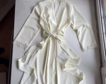 Ivory bridal robe with lace