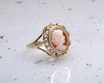 Beautiful vintage gold cameo ring