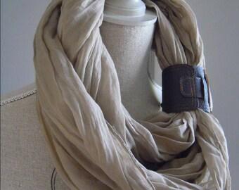 Scarf, beige Arabic scarf man crossingnavy blue leather.