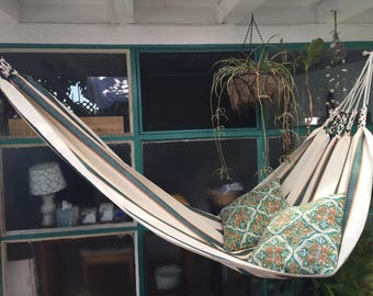 Single hammock 100% cotton and orlon. Woven.