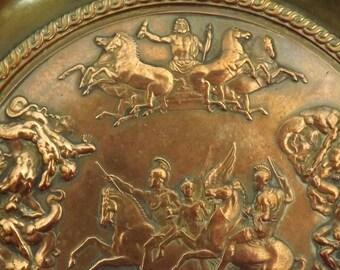 Coupe Mythologie. Zeus. Titans. Nike. Antiquité. Vintage.  Grèce