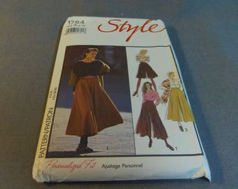 Womens Culottes, Split Skirt, in Two Lengths, Sizes 8, 10, 12, 14, 16, 18, Uncut, Style Pattern 1764, 1990