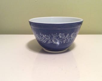 Vintage Pyrex 401 Colonial Mist Blue and White Flowers Small Nesting Mixing Decorative Collectable Stackable Bowl Kitchen Floral Pattern